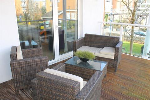 3 bedroom flat to rent - Century Wharf, Cardiff Bay (3 Bedrooms)