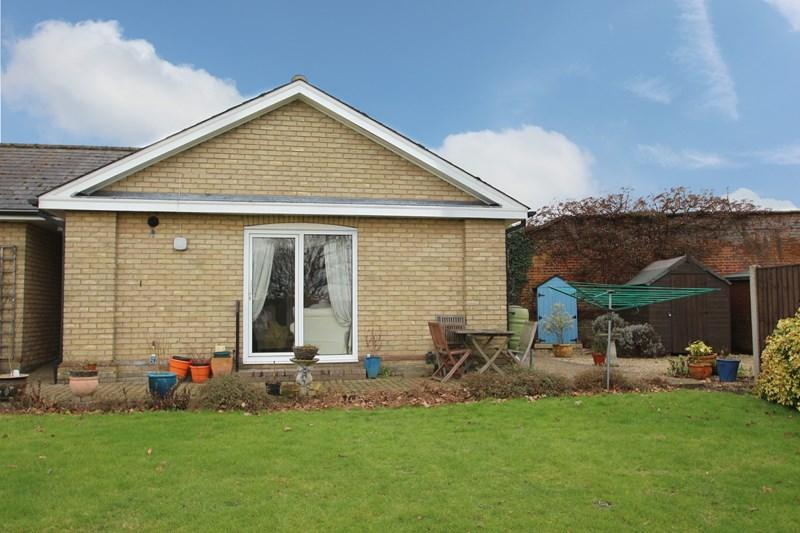 2 Bedrooms Bungalow for sale in Station Road, Earls Colne, Colchester