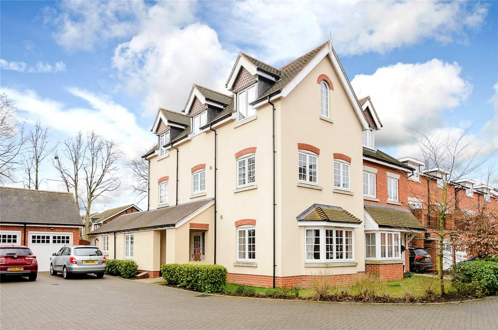 4 Bedrooms Semi Detached House for sale in Brackendale Close, Englefield Green, Egham, Surrey