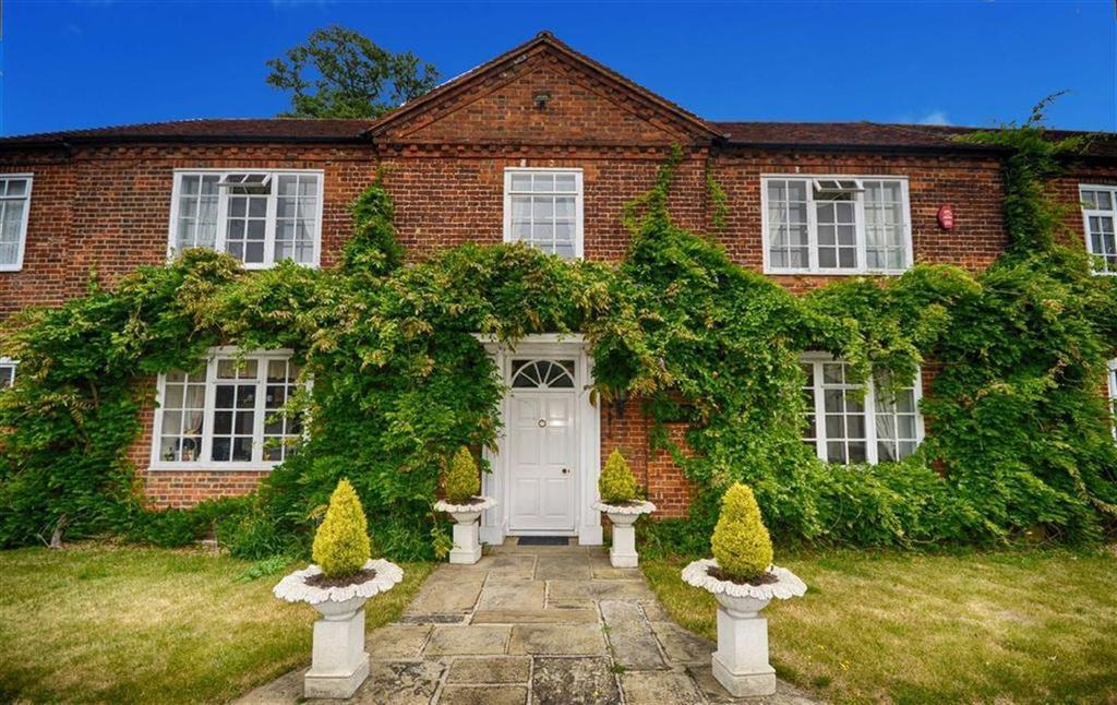 4 Bedrooms Semi Detached House for sale in Harper Lane, Radlett