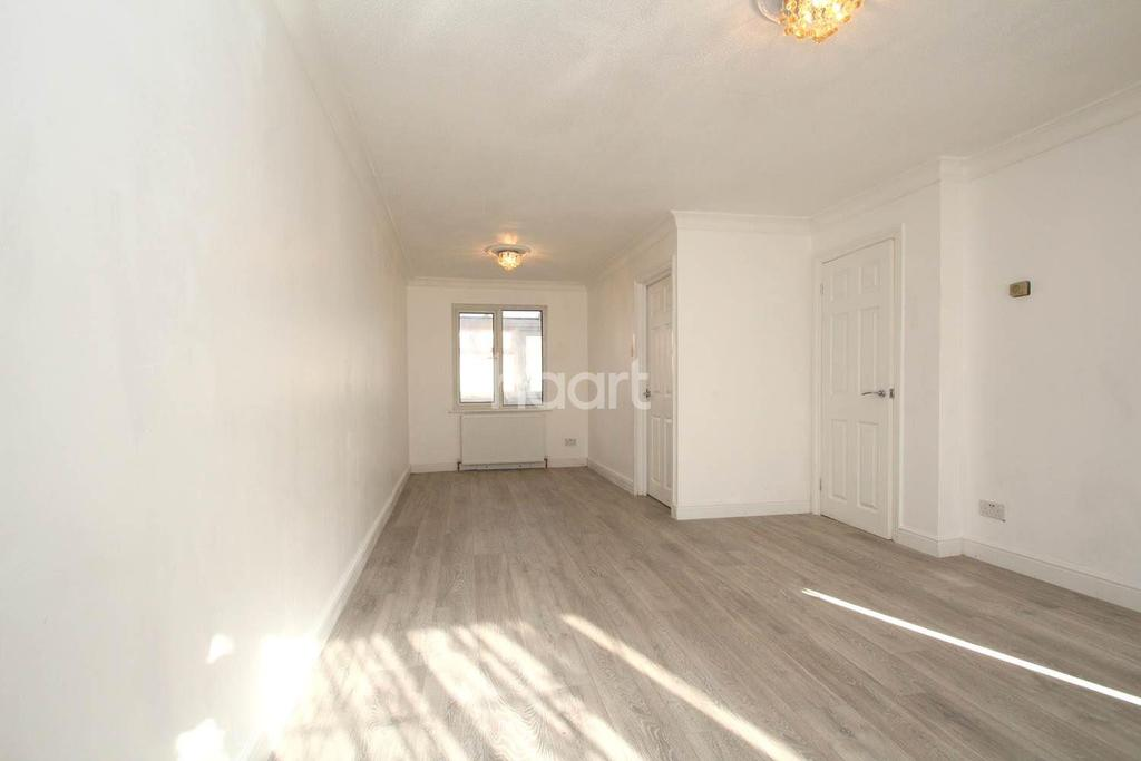 3 Bedrooms Semi Detached House for sale in Vanbrugh Close, Royal Docks