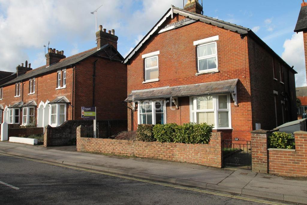 2 Bedrooms Semi Detached House for sale in Station Road, Petersfield
