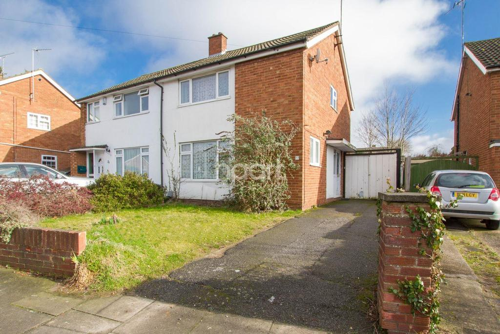 3 Bedrooms Semi Detached House for sale in Holmscroft, Luton