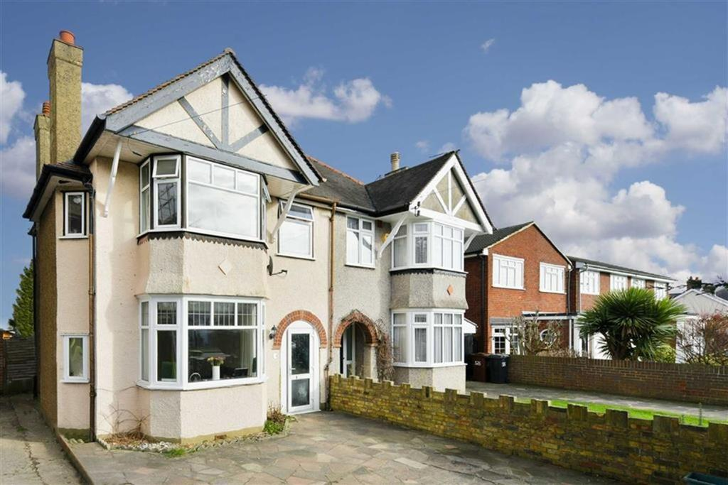 3 Bedrooms Semi Detached House for sale in Chessington Road, West Ewell, Surrey
