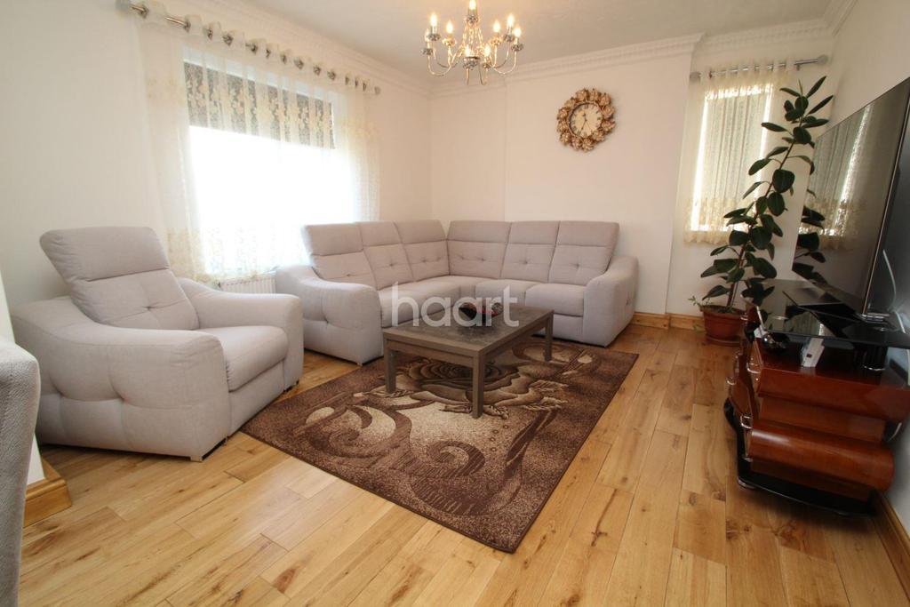 2 Bedrooms Flat for sale in Stanborough Avenue, Borehamwood