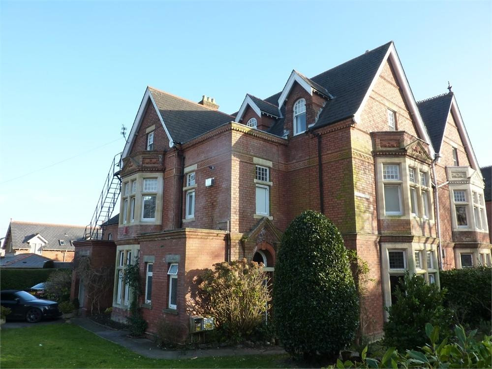 2 Bedrooms Flat for sale in 44 Plymouth Road, Penarth