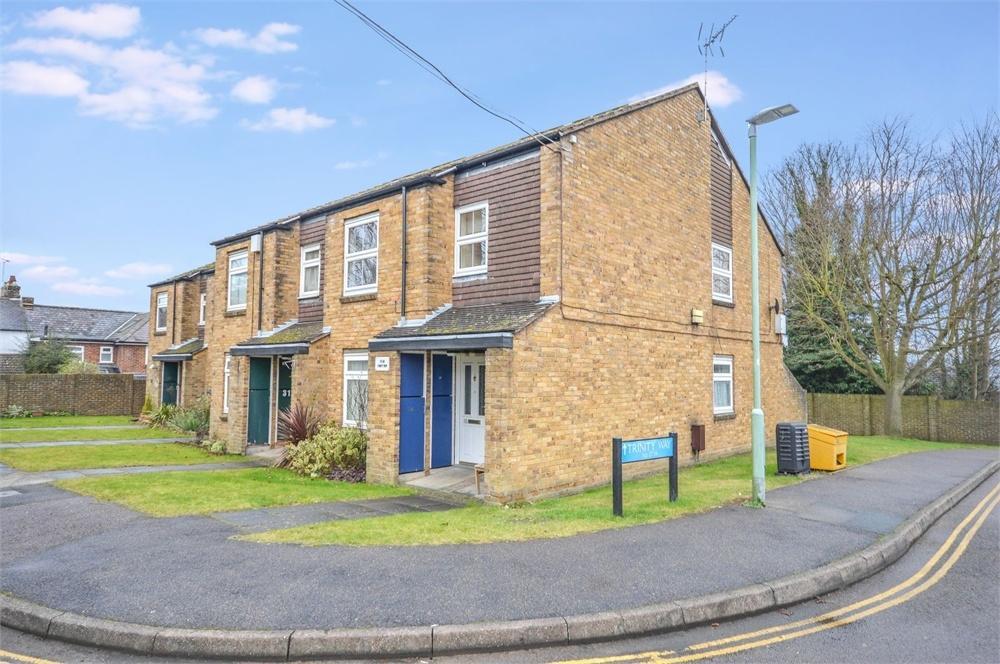 2 Bedrooms Maisonette Flat for sale in Trinity Way, BISHOP'S STORTFORD, Hertfordshire