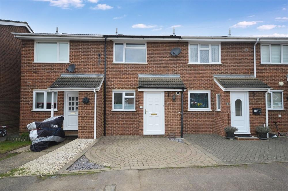 2 Bedrooms Terraced House for sale in Wheat Croft, BISHOP'S STORTFORD, Hertfordshire