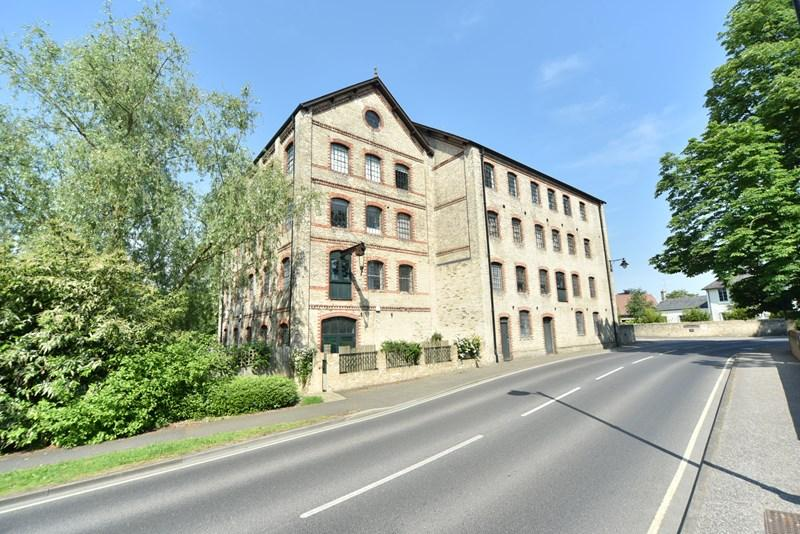 2 Bedrooms Flat for sale in Mill Park Gardens, Mildenhall, Bury St. Edmunds