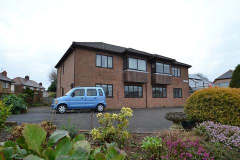 2 bedroom ground floor maisonette to rent - 2 Porthamal Court, 202 Pantbach Road, Rhiwbina, Cardiff. CF14 6AF