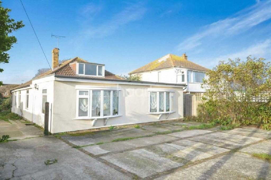 4 Bedrooms Bungalow for sale in St Mary's Bay, Romney Marsh, TN29 0ET