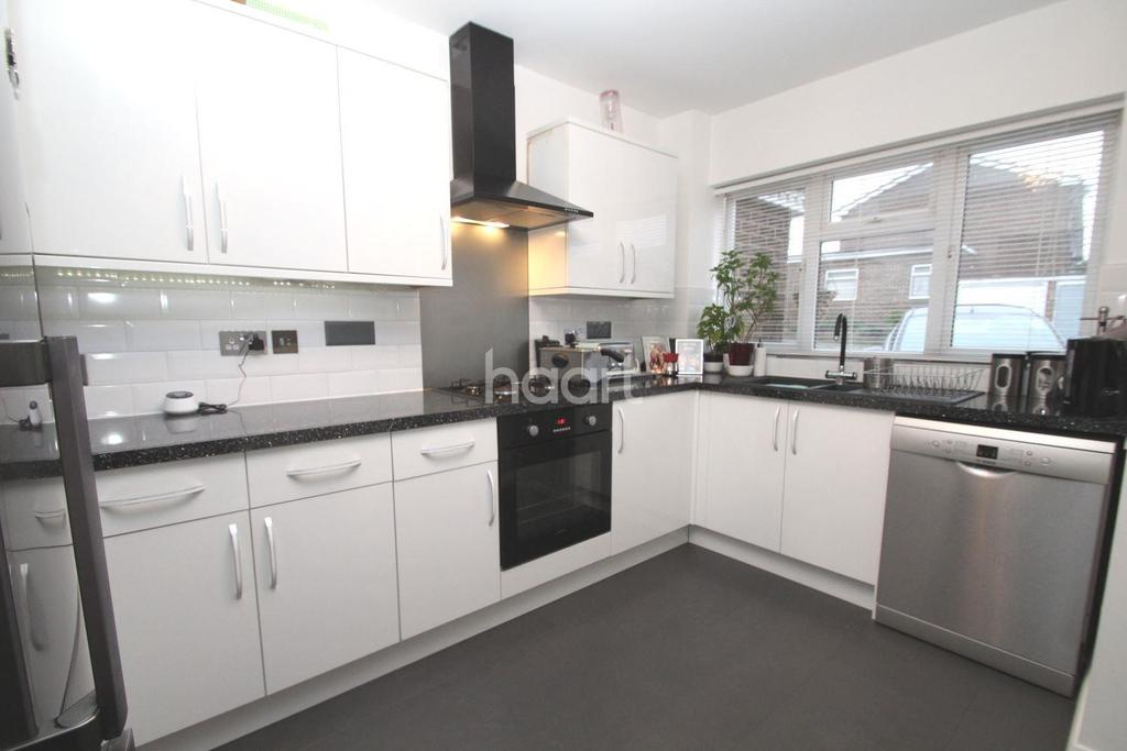 3 Bedrooms Terraced House for sale in Furness Close, Chadwell St Mary