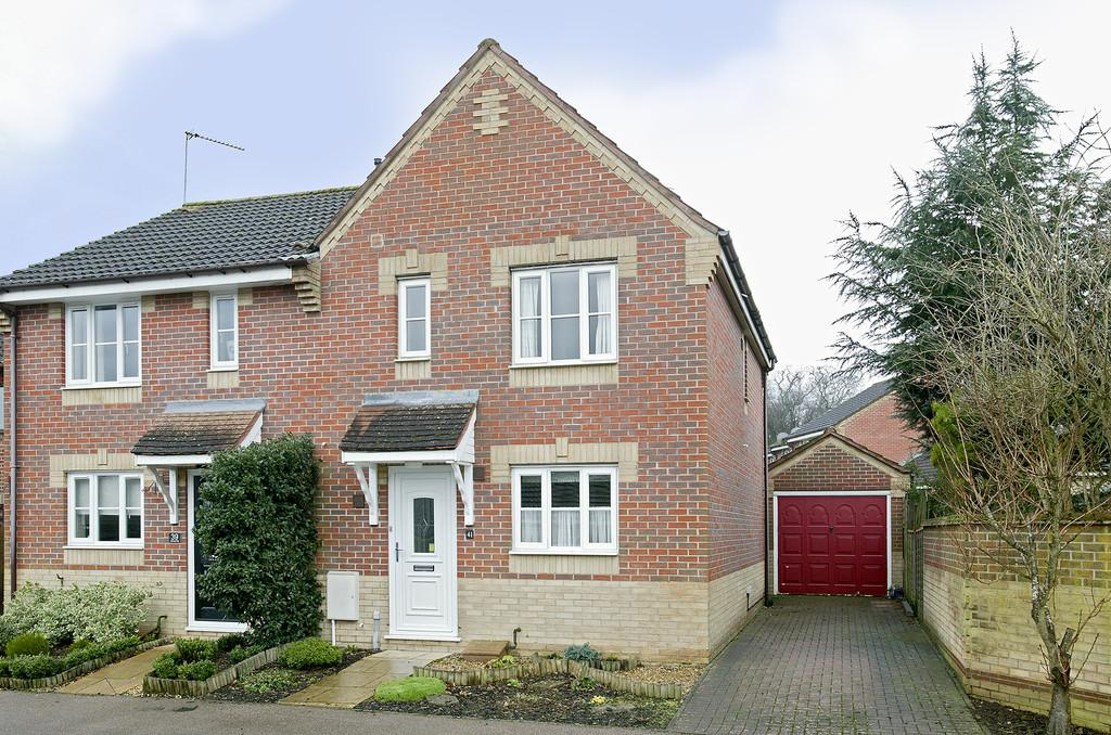 3 Bedrooms Semi Detached House for sale in Admirals Way, Hethersett