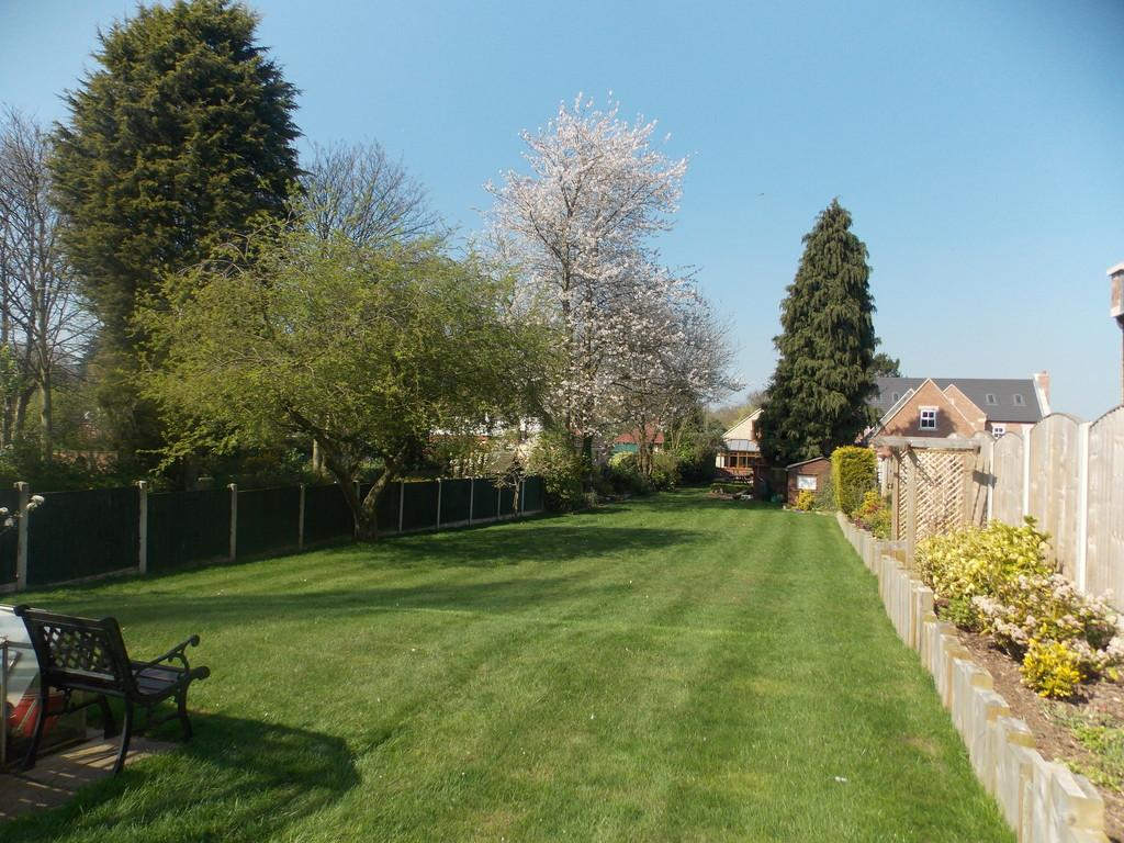 4 Bedrooms Detached House for sale in Thorne Road, Edenthorpe