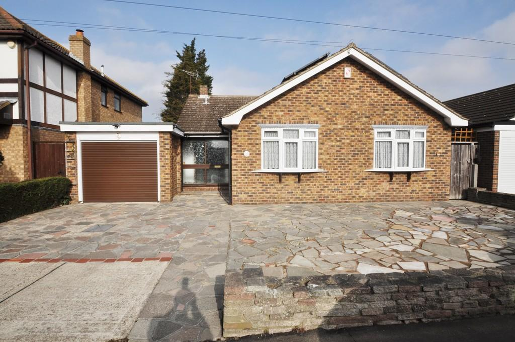 3 Bedrooms Detached Bungalow for sale in Steli Avenue, Canvey Island