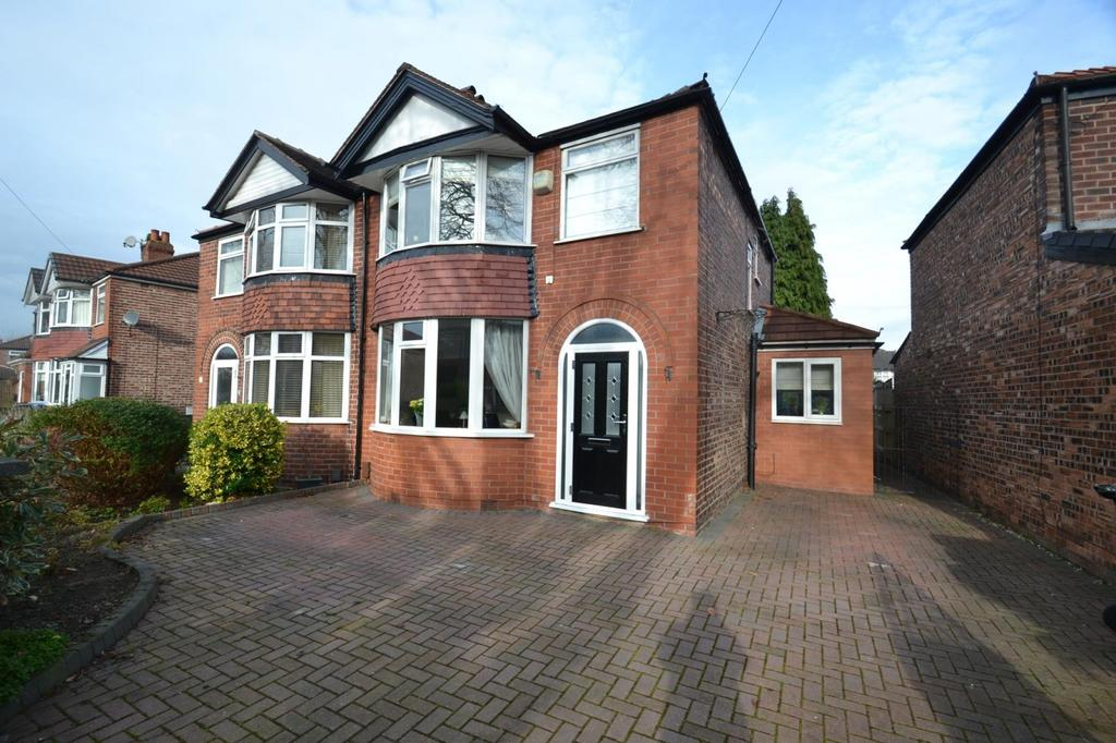 3 Bedrooms Semi Detached House for sale in Pulford Road, Sale