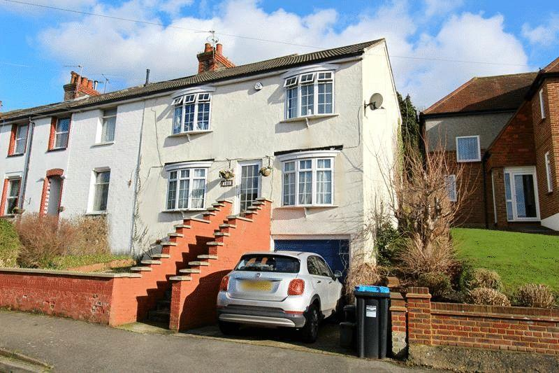 4 Bedrooms End Of Terrace House for sale in Caterham