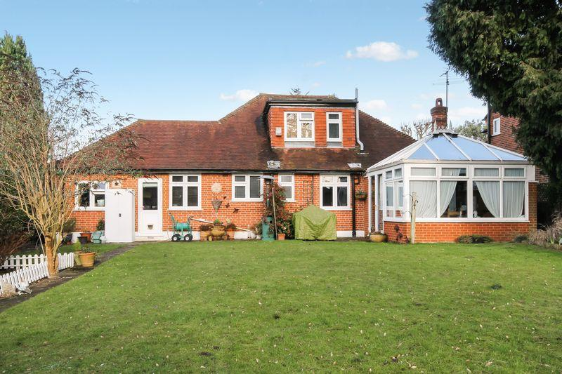 4 Bedrooms Detached Bungalow for sale in Uplands, Ashtead
