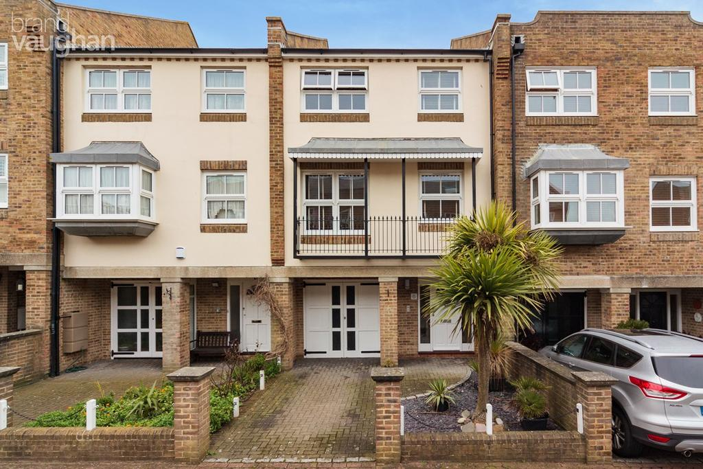 4 Bedrooms Terraced House for sale in St Marys Square, Brighton, BN2