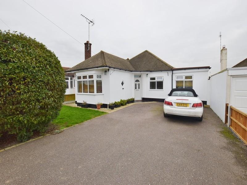 4 Bedrooms Detached Bungalow for sale in Arlington Road, Southend-On-Sea