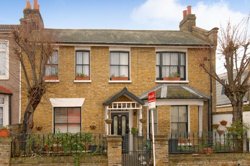 3 Bedrooms Terraced House for sale in Waite Davies Road, Lee, SE12