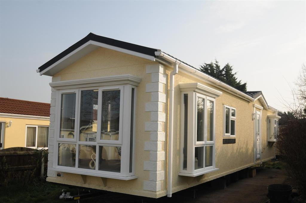 2 Bedrooms Cottage House for sale in Orchard Park, Elton, Chester