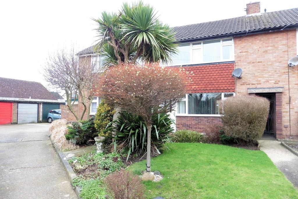3 Bedrooms Terraced House for sale in Romney Close, Ashford, TW15