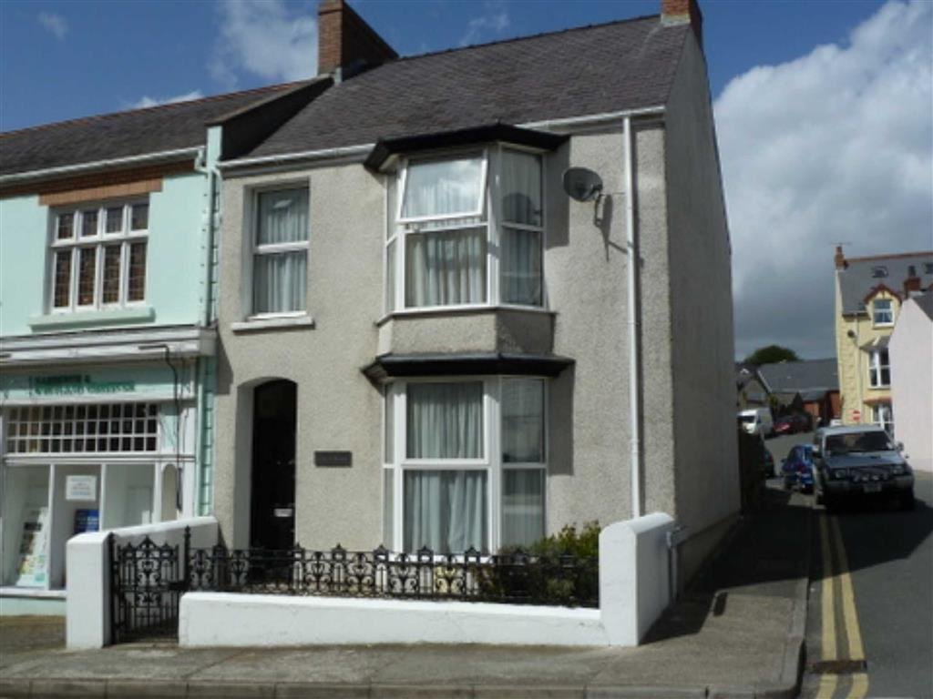 3 Bedrooms Semi Detached House for sale in Warren Street, Tenby