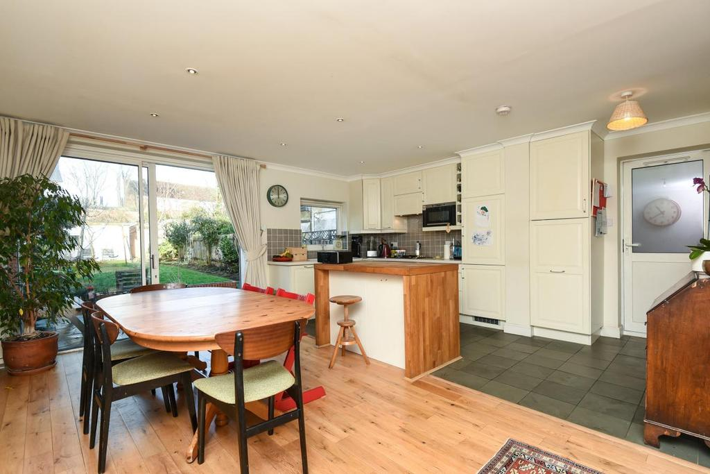 3 Bedrooms Semi Detached House for sale in The Limes Avenue, Friern Barnet, N11