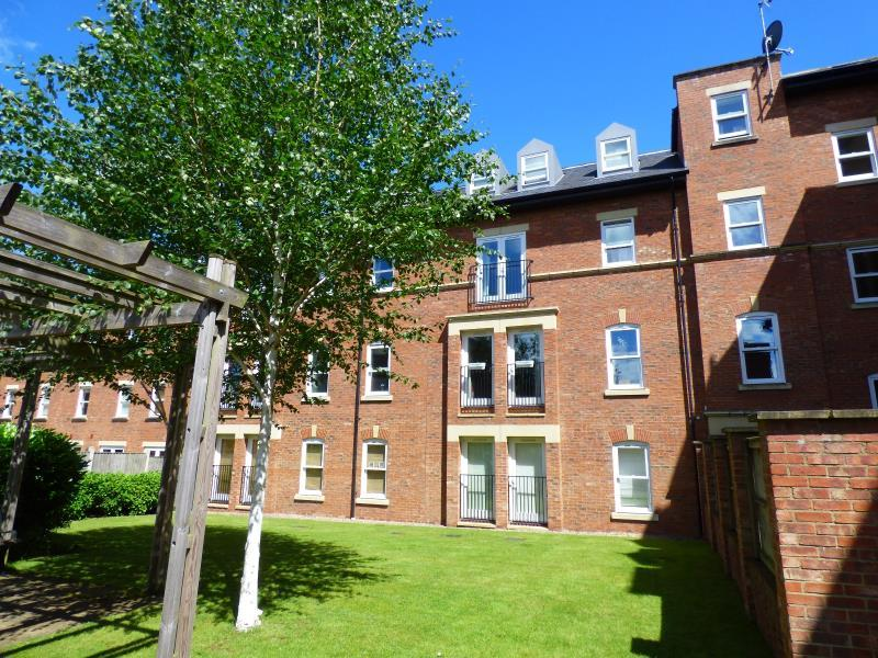 2 Bedrooms Flat for sale in COLLEGE COURT, STEVEN WAY, RIPON, HG4 2TJ