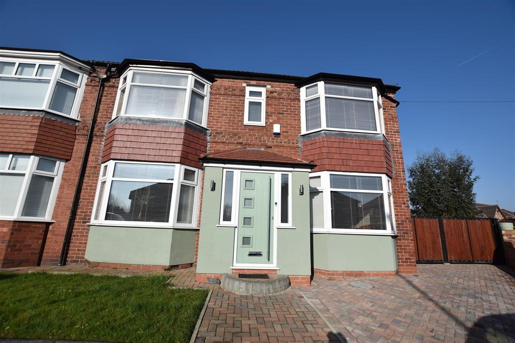 4 Bedrooms Semi Detached House for sale in Mossway, Alkrington, Middleton