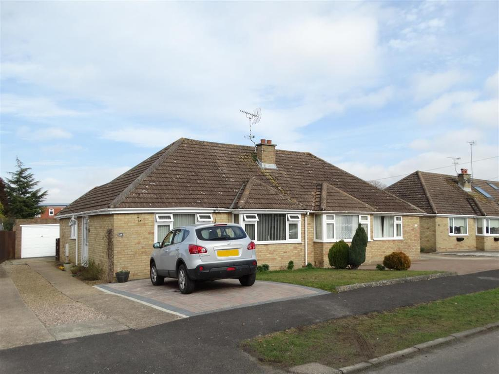 2 Bedrooms Bungalow for sale in Nightingale Lane, Burgess Hill