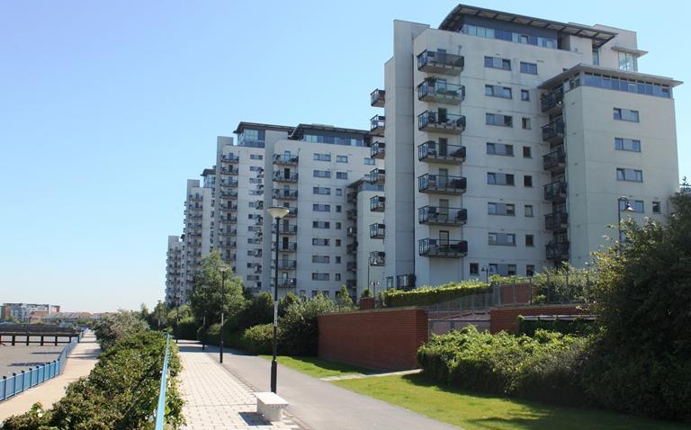 2 Bedrooms Flat for sale in Tideslea Tower, Erebus Drive, London SE28