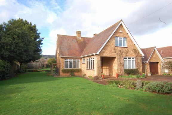 4 Bedrooms Detached Bungalow for sale in Minehead