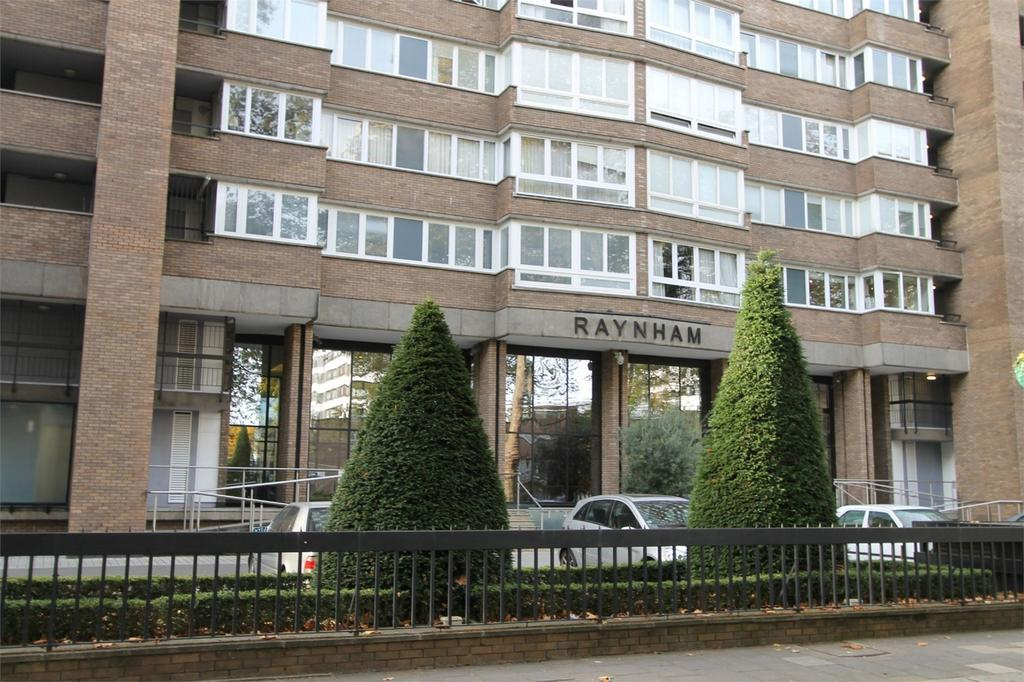 4 Bedrooms Apartment Flat for sale in Raynham, Norfolk Crescent, London