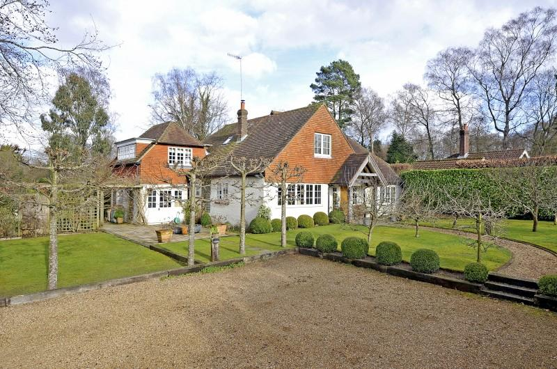 5 Bedrooms Detached House for sale in Franksfield, Peaslake, Guildford