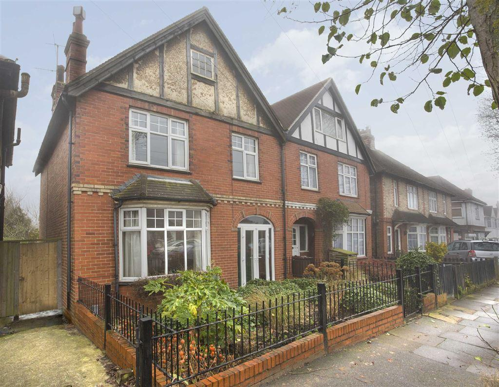 3 Bedrooms Semi Detached House for sale in Hallyburton Road, Hove