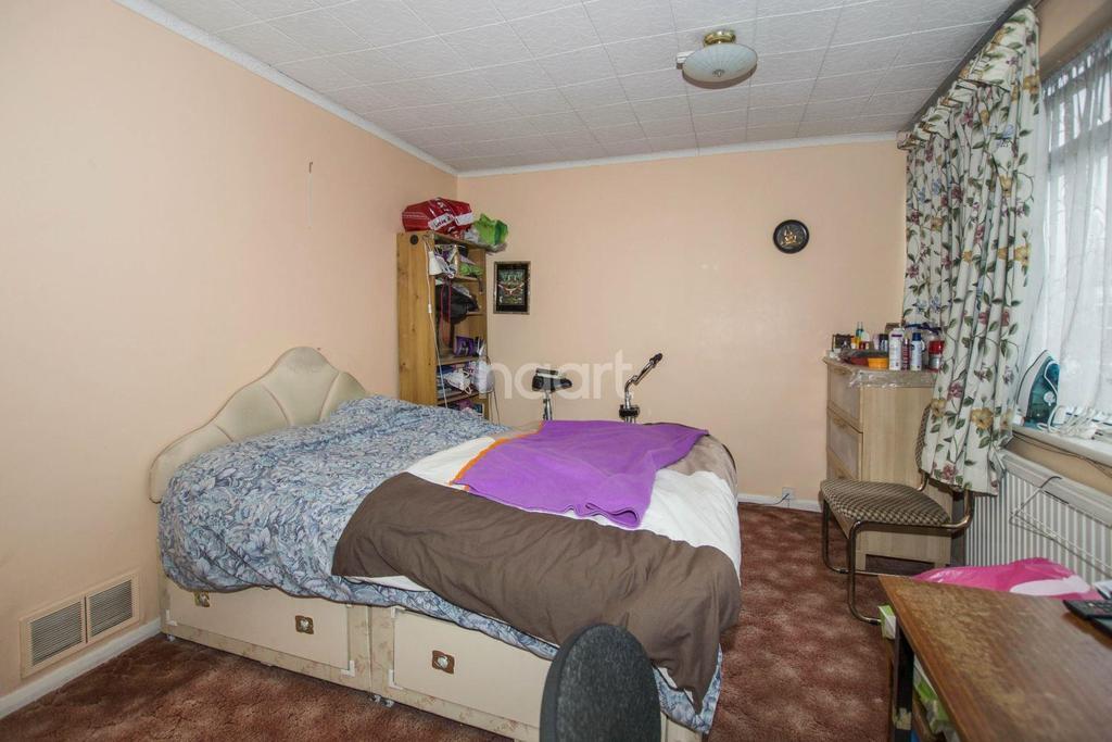 3 Bedrooms End Of Terrace House for sale in Walton Gardens, Preston Road