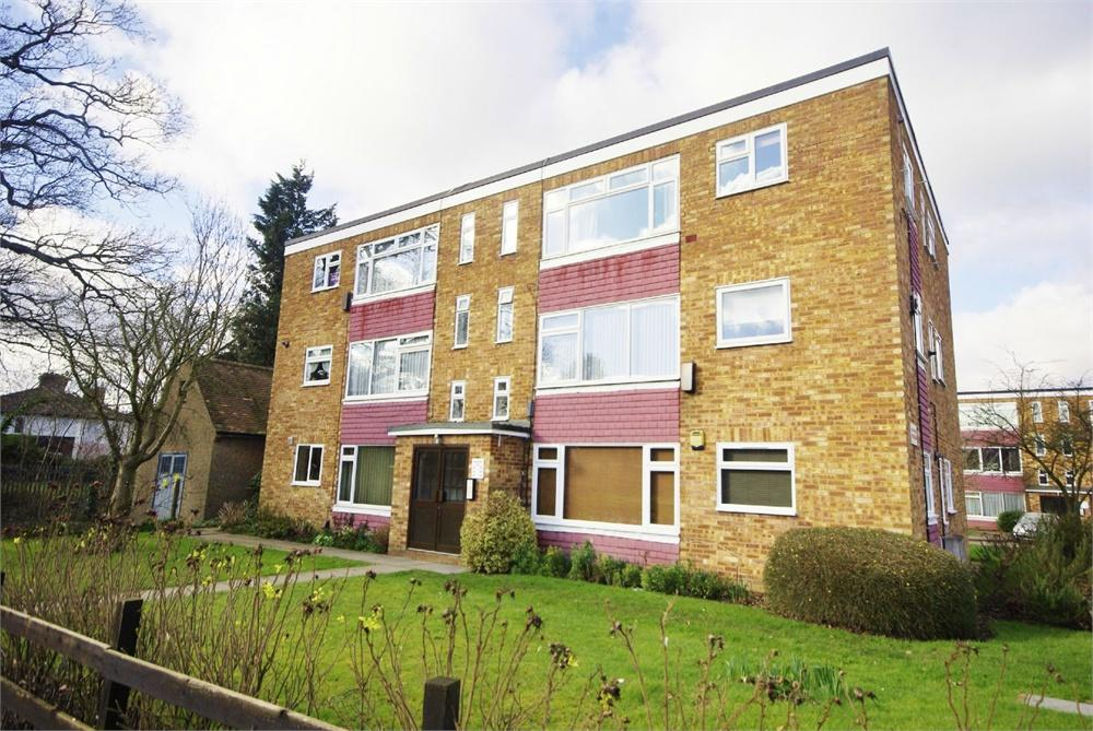 2 Bedrooms Apartment Flat for sale in Coldharbour Lane, Bushey, Hertfordshire, WD23