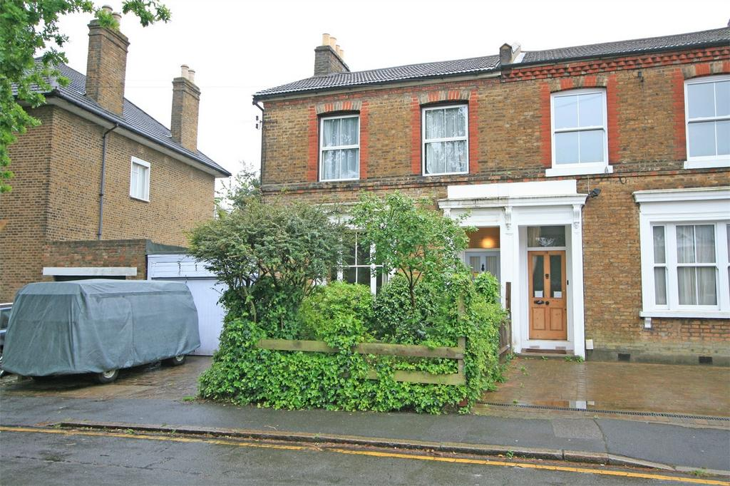 4 Bedrooms End Of Terrace House for sale in Crescent Road, Bromley, Kent