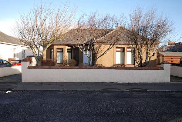 3 Bedrooms Detached Bungalow for sale in 5 Crandleyhill Road, Prestwick, KA9 2BE