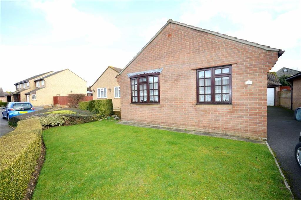 2 Bedrooms Bungalow for sale in Ashburton Gardens, Bournemouth, Dorset, BH10