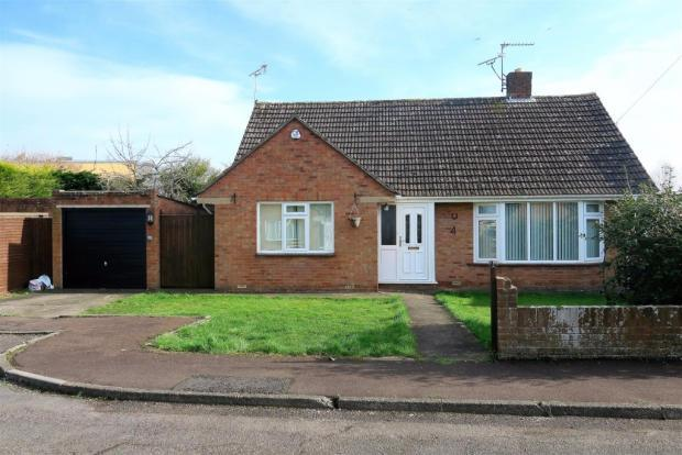 2 Bedrooms Detached Bungalow for sale in Orchard Green, Taunton TA2