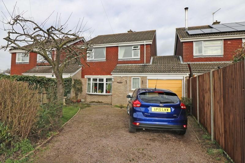 3 Bedrooms Link Detached House for sale in Ashleigh Gardens, Wymondham
