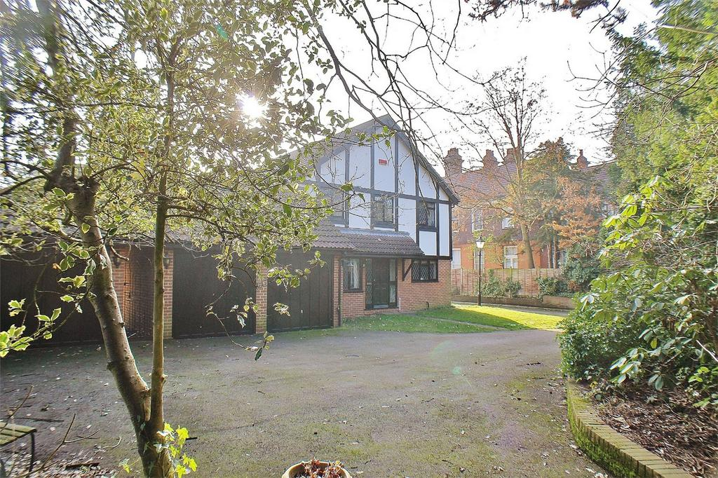 4 Bedrooms Detached House for sale in Southwater Close, Beckenham Place Park, Beckenham
