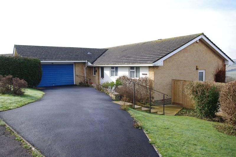 3 Bedrooms Detached Bungalow for sale in North Hill Way, Bridport