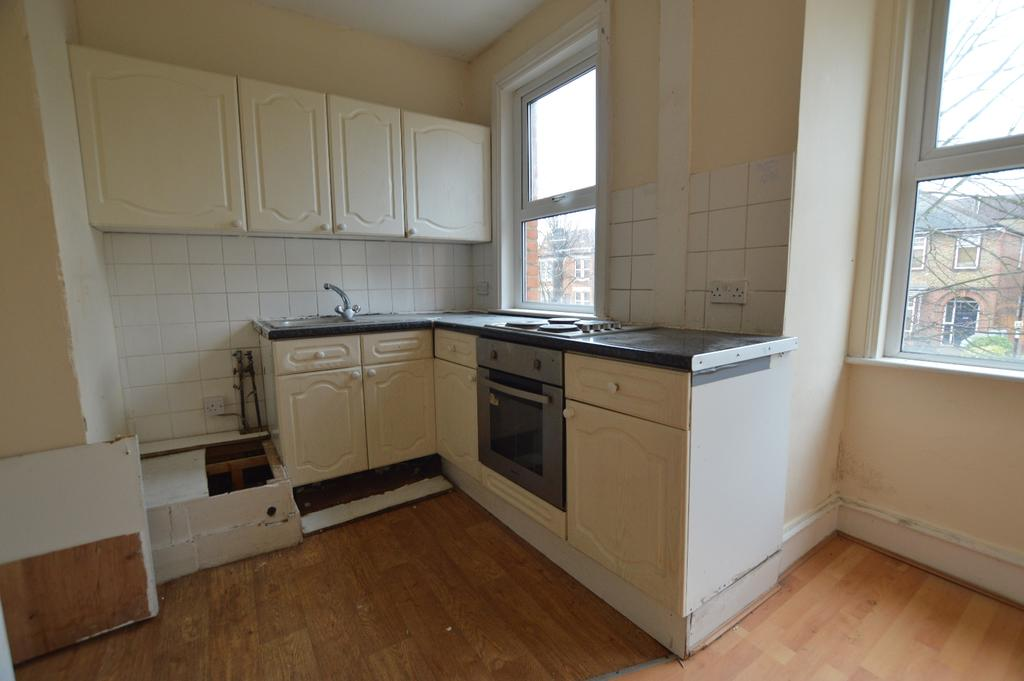 2 Bedrooms Flat for sale in Adamsrill Road Sydenham SE26