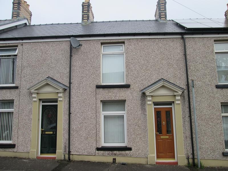2 Bedrooms Terraced House for sale in Earl Street, Hafod, Swansea, West Glamorgan.