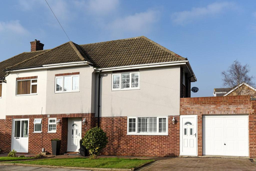 3 Bedrooms Semi Detached House for sale in Barnet Drive, Bromley, BR2