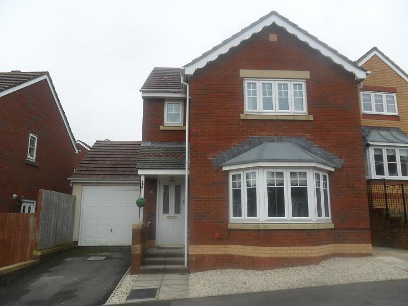3 Bedrooms Detached House for sale in Parc Gilbertson , Pontardawe, Swansea.